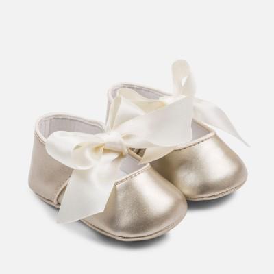 Chaussure dorée pour bébé de 1 à 6 mois environ Mayoral