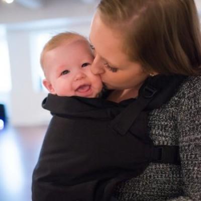 Porte-bébé moulé évolutif à poche noire Gustine (8-35 lbs)